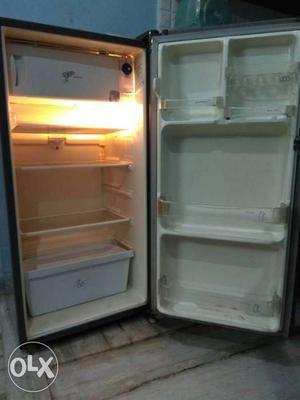 Whirlpool 5 years old fridge with 5 star rating.