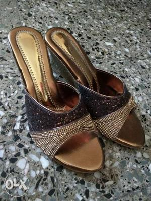 Golden wedge heels. SUITABLE for all occasions.