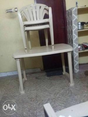 Rectangular plastic table with 2 plastic chairs
