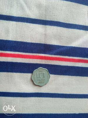 This is antic piece old 10 paise coin of India.