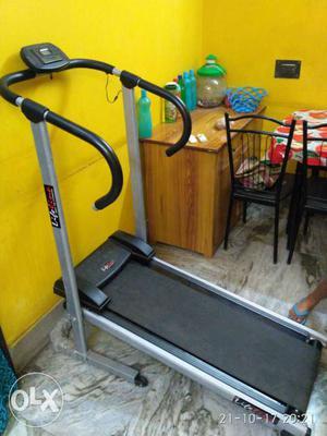 Treadmill machine less than 6 months old