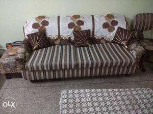 5 seater sofa set in excellent condition for sale