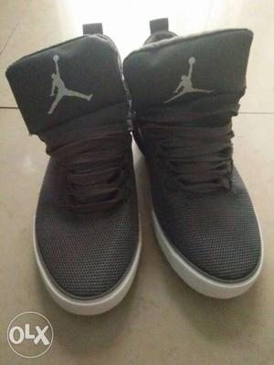 A pair of brand new casual shoes for men. Size: 7