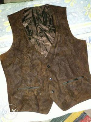 DESAM ORIGINALS brand waist coat.size L. In a GENTLE