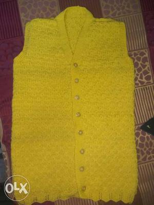 Half Sleeve hand woven sweater made with pure