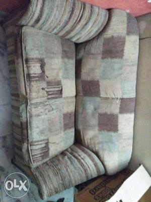 Hi i want to sell my sofa in good condition need