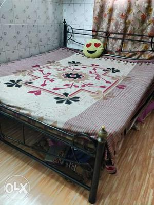 Bed for sale.. Wants to sale it urgently.
