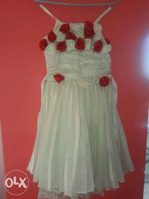 1 year old white silk frock..In a gud condition