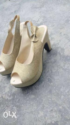 Heels 3.5 inch, colour pure gold, size 6 no nd