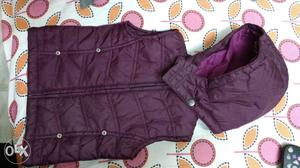 Kids sleeveless Jacket with removable hood.