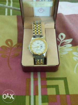 Round White Faced Analog Watch With Gold Bezel And Dual-link