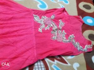 I want to sell my new party wear gown.