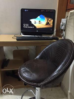 Hp all in one pc-omni 120 with computer table and chair