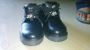 Safety shoes, price non negotiable. shoes number