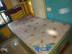 2 nos. of Single beds with mattress for Sale