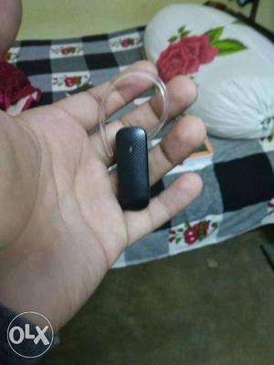 Black Bluetooth Earpiece