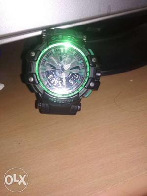 Dark green Casio watch in good condition only 6