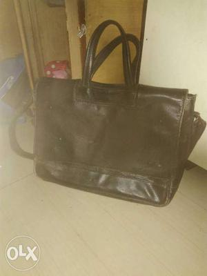Pure leather laptop bag want to sale in throw