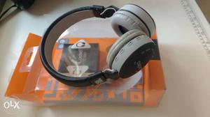 Bluetooth Headphone.. Hardly 1 month used  ka
