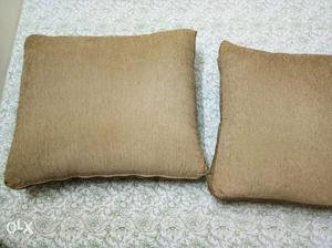 Only 1 week old. set of 3 pillows.