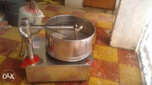 Grinder in good condition contact no.733o