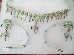 Light green neckless set,..