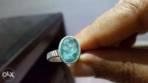 Natural emerald gem stone with authencity cerificate.