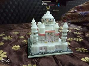 Original Sangmarmar Taj mahal Statue.