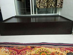 Single bed with storage capacity. Size - 3*6
