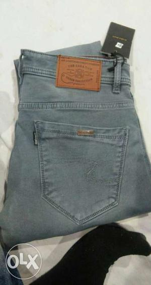 Gray-washed Jeans