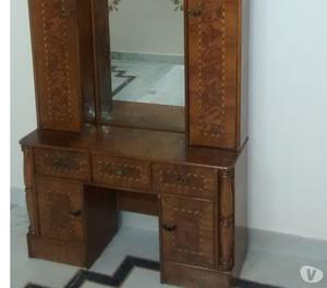 Wooden dressing table of good quality with drawers. Delhi