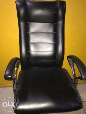 Hydraulic office chairs good condition with low price