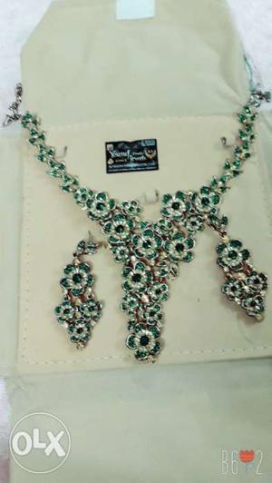 Beautiful green flower set for sale on reasonable