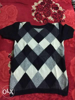 Unused Black sweater for girls and boys for sale