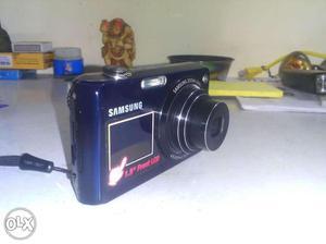 Samsung- Digital Camera 12.4 MP-Dual Screen