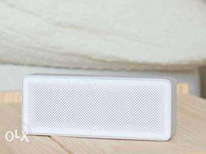 One month old MI basic 2 bluetooth speakers call