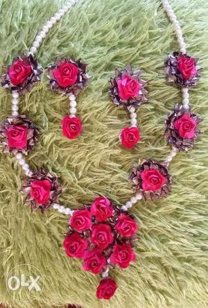 Pink And White Rose Beaded Necklace And Earring Set