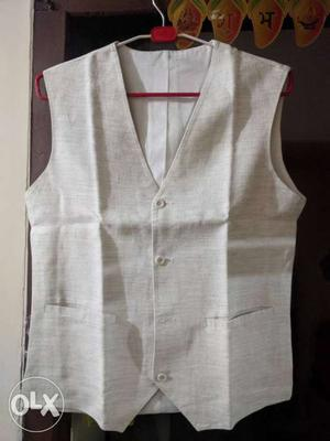 Waist coat for men. new in condition. comfortable