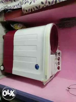 White And Red Twin-tub Washer And Dryer Set