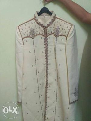 White Sherwani Robe Mens embroidered silk sherwani and