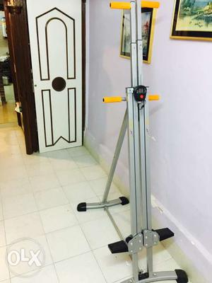 Maxi brand vertical climber with digital calorie meter in v