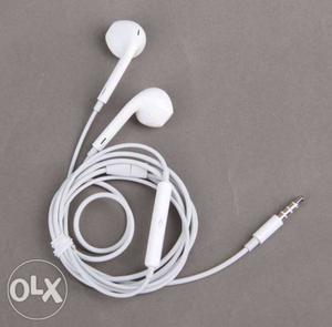 Apple original earphones at low price very less