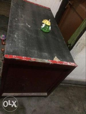 Very heavy quality computer table in good