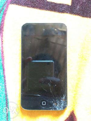 Ipod 4th generation. 16gb. i hav charger