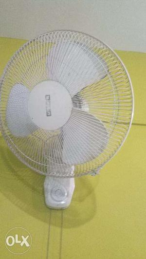Usha wall mounted fan in mint condition. White