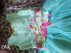 This gown is in a very good condition...its of