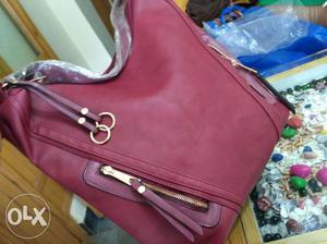 Beautiful branded handbag for girls and ladies...