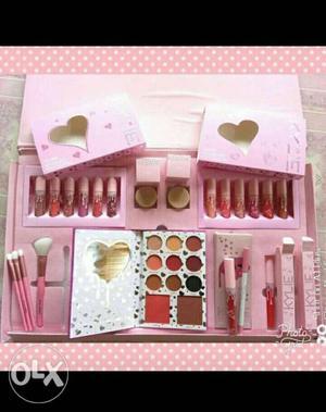 Kylie Cosmetic Set