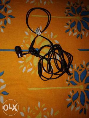 Mi orginal headphone with mic.awsm sound quality
