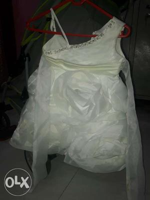 White rose flowers frock age 1- 2yrs